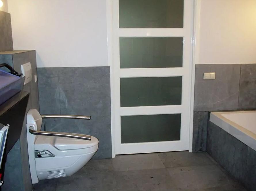 woningaanpassing toilet elektrisch verstelbaar met bidet functie